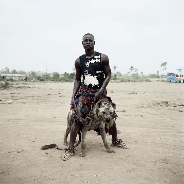Abdullahi Mohammed with Gumu by Pieter Hugo